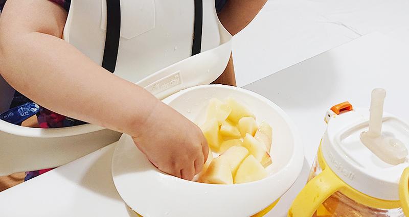 夕食後のデザートに桃を丸々一つ完食