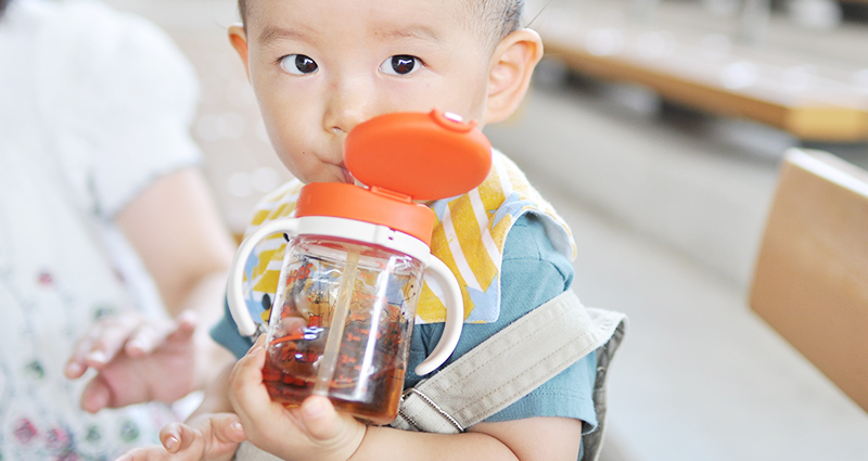 あるある疑問!?赤ちゃんはいつからお茶を飲めるの?