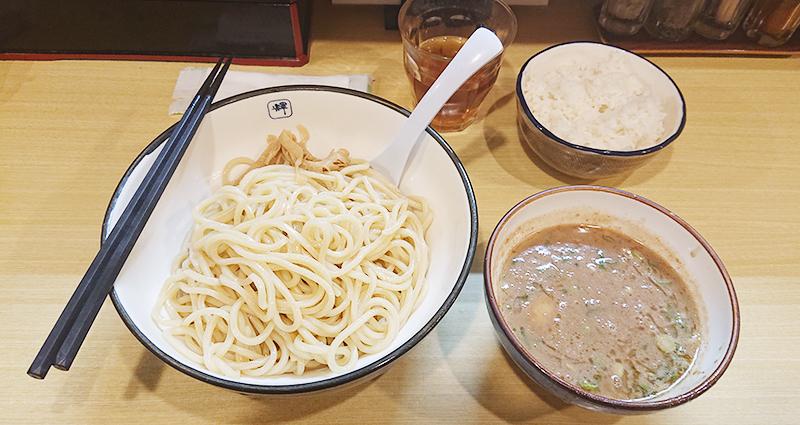 今日のランチは麺や輝 長堀橋店のつけ麺です!
