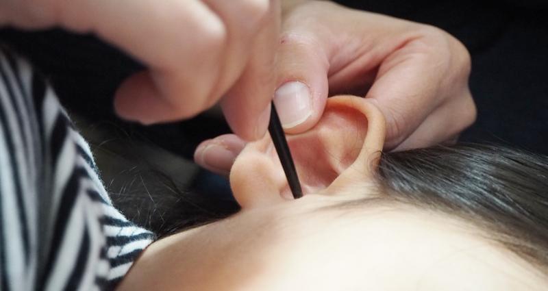 子どもの耳掃除の頻度とやり方。耳垢栓塞(じこうせんそく)について