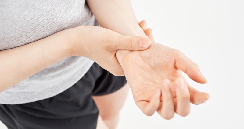 産後の手首の腱鞘炎には要注意!痛み軽減対策と抱っこのやり方