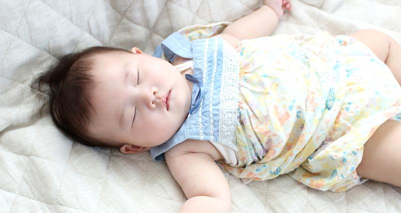 1歳までの子どもの朝寝・昼寝時間。生活リズムは睡眠から確立!
