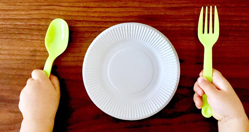 遊び食べはいつまで?やめさせるべき?遊び食べの本質と対策方法